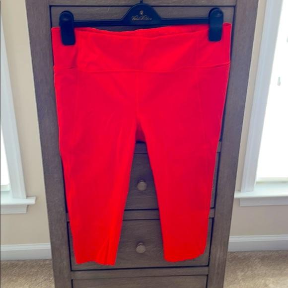 NWOT 🚴♀️Athleta 🚴♀️ Capri leggings - size M